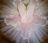 Rosette and Ivory lace